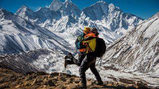 Tardaron tres semanas en escalarlo, pero se casaron en la cima del Everest