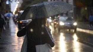 En Rosario, la lluvia comenzó a precipitarse desde la tarde.
