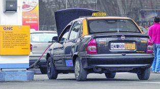 Preocupación. Los taxistas advierten que una suba en la tarifa del GNC sería un duro golpe para el sector.