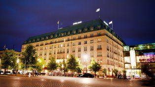 Hotel Adlon. Situado frente a la Puerta de Brandenburgo