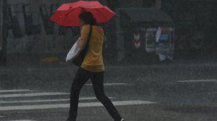 El día se inició con pronóstico de lluvias y rige un alerta meteorológico.