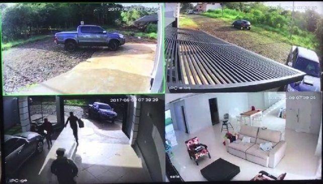 Atropelló a los ladrones que ingresaron a robar a su casa