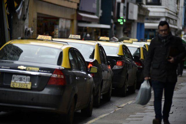 La mayoría de los bloques y el Ejecutivo acuerdan en mantener la cantidad de licencias en Rosario para no resentir la oferta de unidades.