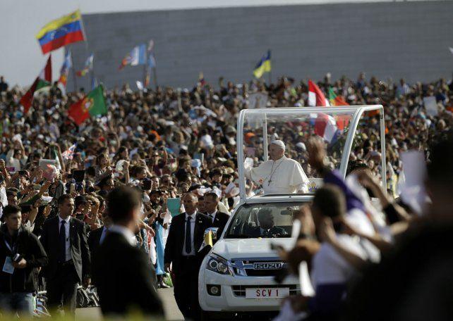 Fátima. El Papa al llegar ayer al santuario al que hoy regresará.