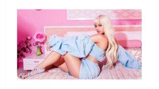 Kylie Jenner se transforma en una sensual Barbie y su cicatriz se roba la atención