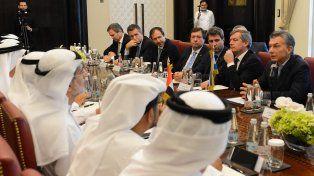 Macri durante el encuentro de hoy con funcionarios en Dubai.