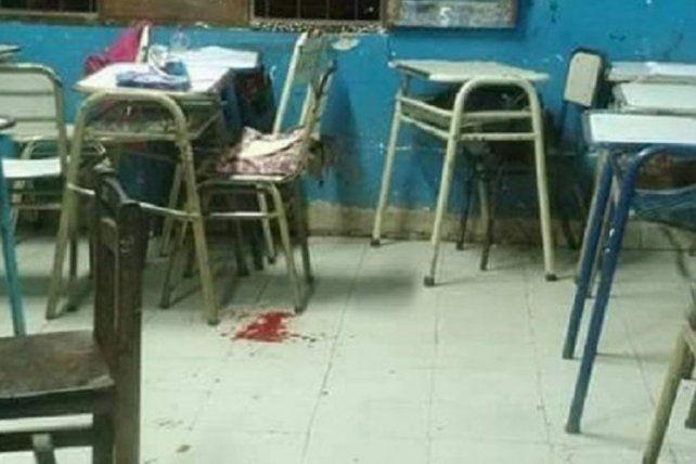 Así quedó el salón luego del balazo que le disparó un chico a una compañera en plena clase.