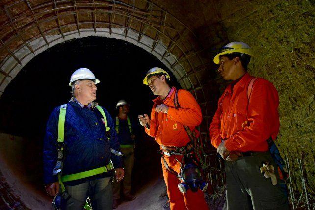 Recorrida. Miguel Lifschitz bajó al túnel de desagüe.
