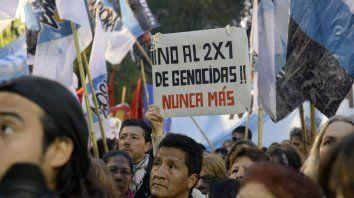 Una multitud machó el pasado miércoles para expresar su rechazo a la aplicación del 2x1 a genocidas.