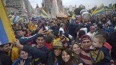Ni bien terminó el partido, los hinchas de Central se llegaron al Monumento para festejar.