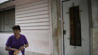Un grupo de hinchas de Newells violentó el ingreso a una casa en Pueyrredón y Montevideo