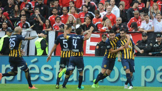 Herrera marcó el tercer gol y selló la victoria canalla.