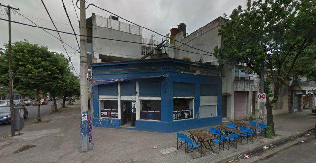 El bar de Catamarca y Cafferata donde se registró el incidente que motivó la detención de la joven herida en la comiaría 7ª.
