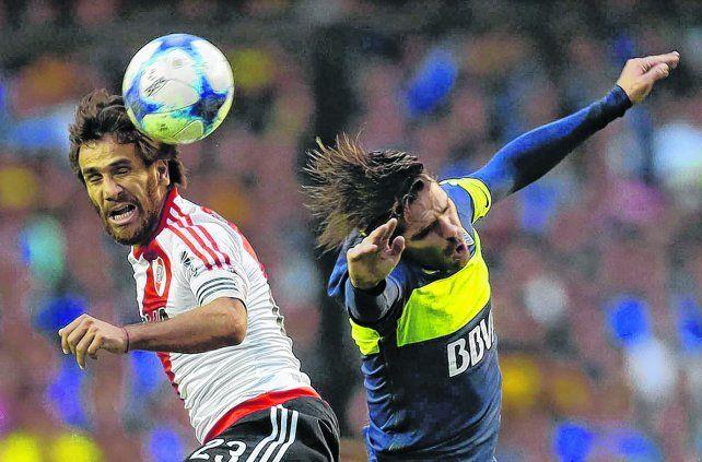Ponzio y Gago. River ganó el superclásico y reabrió un torneo que parecía encaminado para los xeneizes.