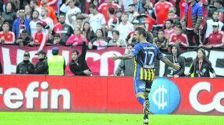 Grito sagrado. Herrera ya marcó el 3 a 1 y selló el derby para Central. El Chaqueño tuvo su tarde de gloria en el Coloso.