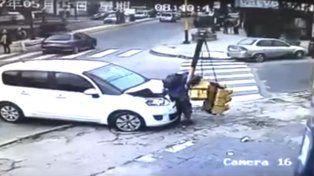 Salvó su vida de milagro en un accidente callejero y todo quedó registrado en video