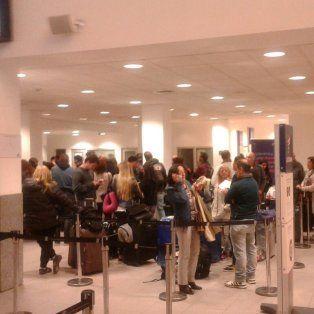 En el aeropuerto de Fisherton se suspendieron dos vuelos y otros dos fueron reprogramados.