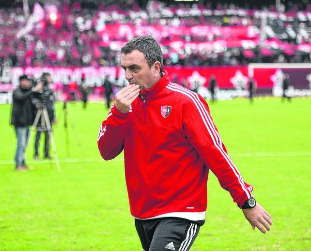 Tiempo de pensar. Diego Osella medita realizar variantes ante Boca. No quedó conforme con el equipo.