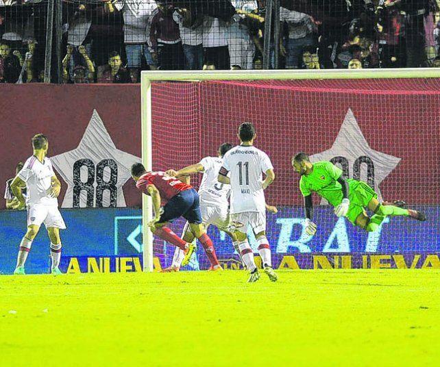 Sufrió. Newells no la pasó bien ante Independiente y recibió cuatro goles.
