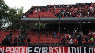 Los incidentes en la tribuna que da hacia el hipódromo detonaron al final del partido.
