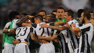 Todo Juventus celebra la obtención de la Copa de Italia tras derrotar a Lazio.