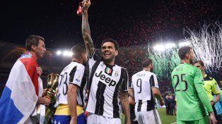 El brasileño Dani Alves es la gran figura de Juventus