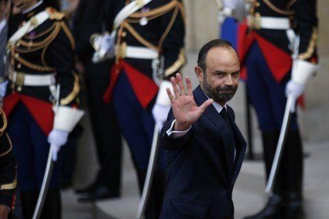 ¿renovación? El nuevo premier es el gaullista Edouard Phillippe. El socialismo se quedó con Interior y Exteriores.