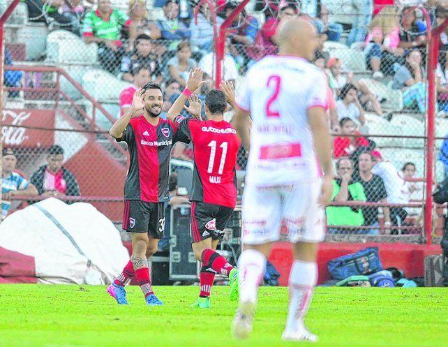 El último. Nacho Scocco convirtió el 1-0 a Huracán