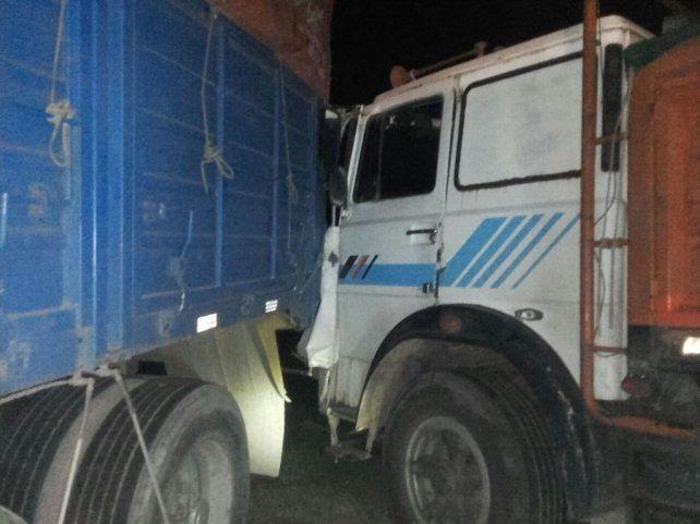 Así quedaron dos de los camiones involucrados en el accidente.