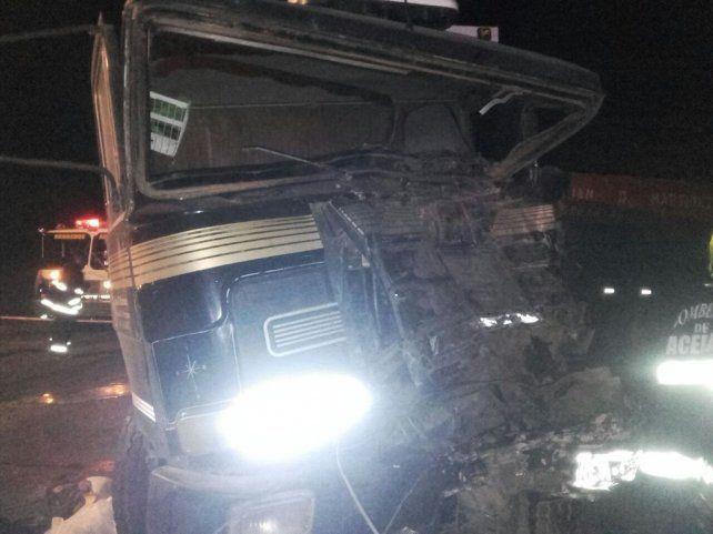 Así quedó uno de los camiones involucrados en el múltiple choque.