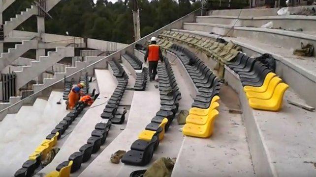 Proponen instalar butacas en las canchas de Santa Fe para que no haya más público de pie