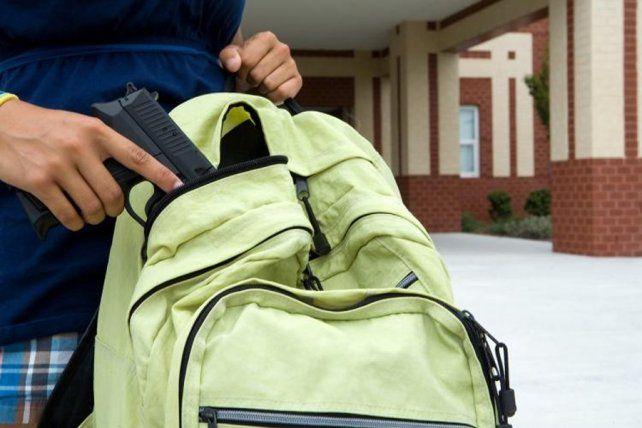 Un nene de 12 años que cursa séptimo grado llevó un arma a una escuela.
