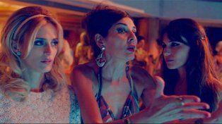 Andrea Frigerio también participa de la película como madre de Antonópulos y Pampita.
