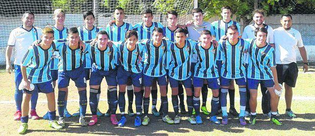Sexta puntera. Los tricolores están cumpliendo una destacada actuación en el comienzo del torneo de inferiores en la Zona A 2. El plantel es dirigido por Cristian Gómez.