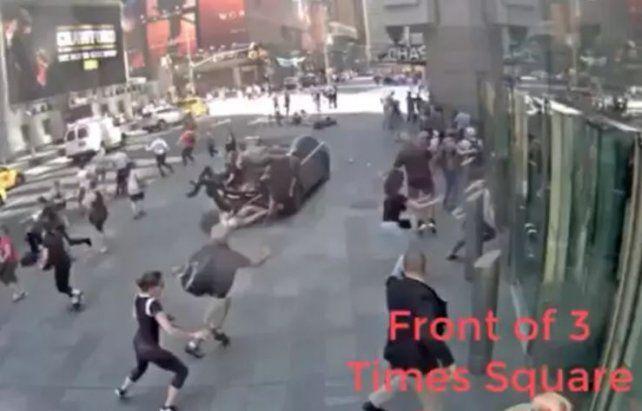 Cámaras de seguridad registran el momento exacto de la tragedia en Times Square