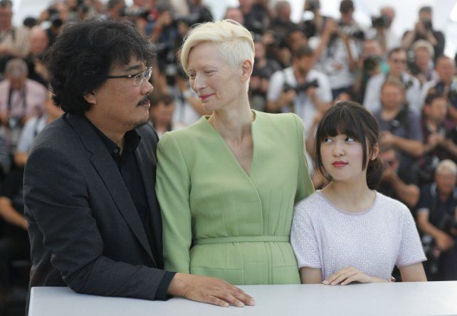 Responsables. El director Bong Joon Ho y Tilda Swinton
