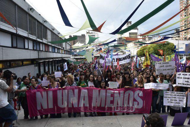 Una de las tantas manifestaciones en Rosario para visibilizar la problemática de la violencia de género.
