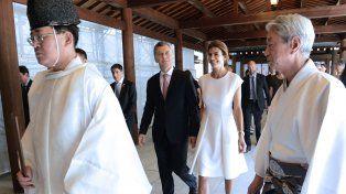 Macri y Awada ingresa al santuario de Meiji
