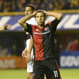 Maxi Rodríguez se lamenta por una de las ocasiones perdidas por la Lepra en La Bombonera.