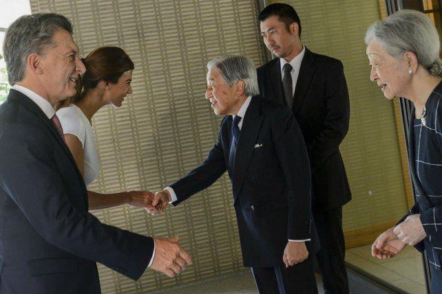 Protocolo en tokio. Macri y Awada reciben la bienvenida del emperador Akihito y la emperatriz Michiko.