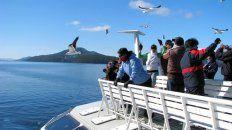 La navegación por los lagos del sur ofrece momentos únicos que los viajeros disfrutan a lo grande.