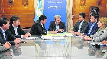 Reunión clave. El ministro del Interior, Obras Públicas y Vivienda de la Nación prometió al jefe comunal enviar fondos para Melincué.