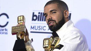 El hombre récord. Drake se alzó con 13 trofeos, entre los cuales logró el de mejor artista y mejor álbum.