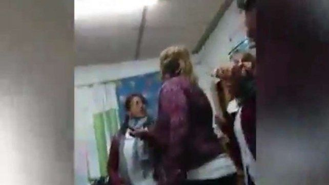 Pidieron la detención de una madre que agredió a una docente