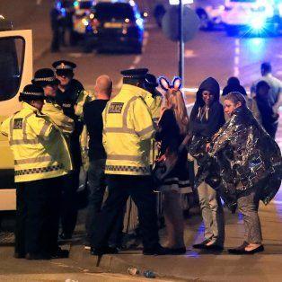 El concierto de Ariana Grande terminó en caos luego de que se escuchara una explosión.