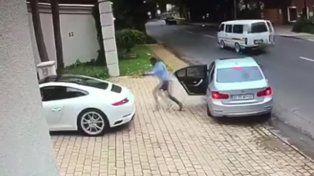 Evitó que le roben su Porsche con una espectacular maniobra