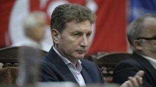 Ghirardi expresó su enojo por la falta de apoyo de los ediles opositores al proyecto oficialista.