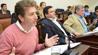 tensión. El presidente del bloque oficialista, Horacio Ghirardi (izq.), y el del PRO, Alejandro Roselló, ayer tuvieron chisporrotazos políticos.