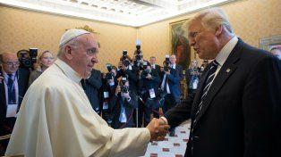 El saludo entre el Papa y Donald Trump en el Vaticano.