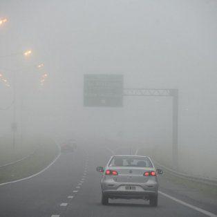 La niebla afecta la visibilidad y la recomendación es no circular por las rutas y autopistas.